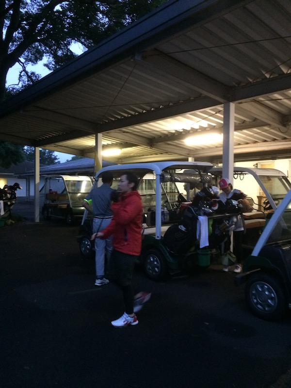 早朝ゴルフ