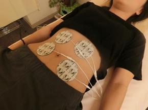 EMSで筋肉に刺激を入れる